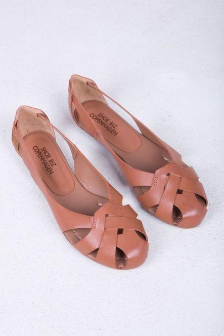 Ballerina Cognac by Danish shoe brand Shoe Biz